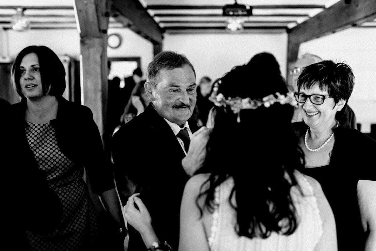 gratulieren Freude Hochzeitsgäste Standesamt