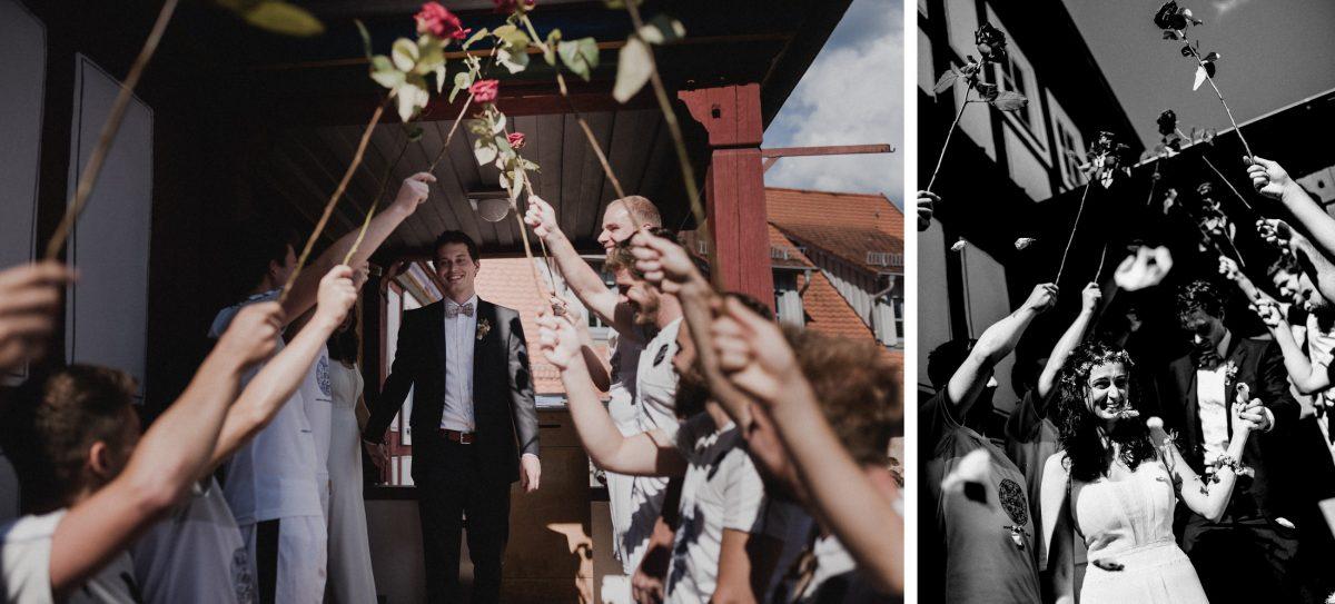 Rosenspalier Freunde Ausgang Hochzeit