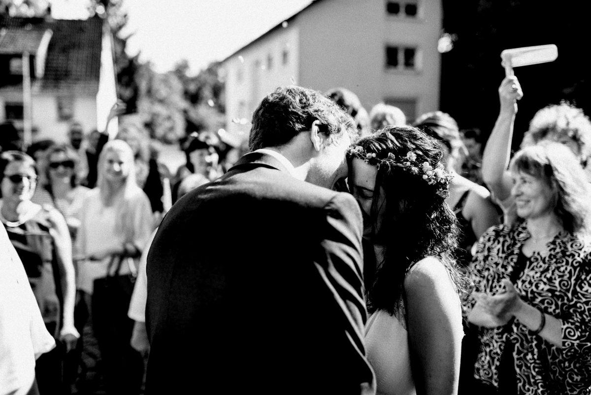 Jubel Applaus Hochzeitsgäste Empfang des Brautpaares