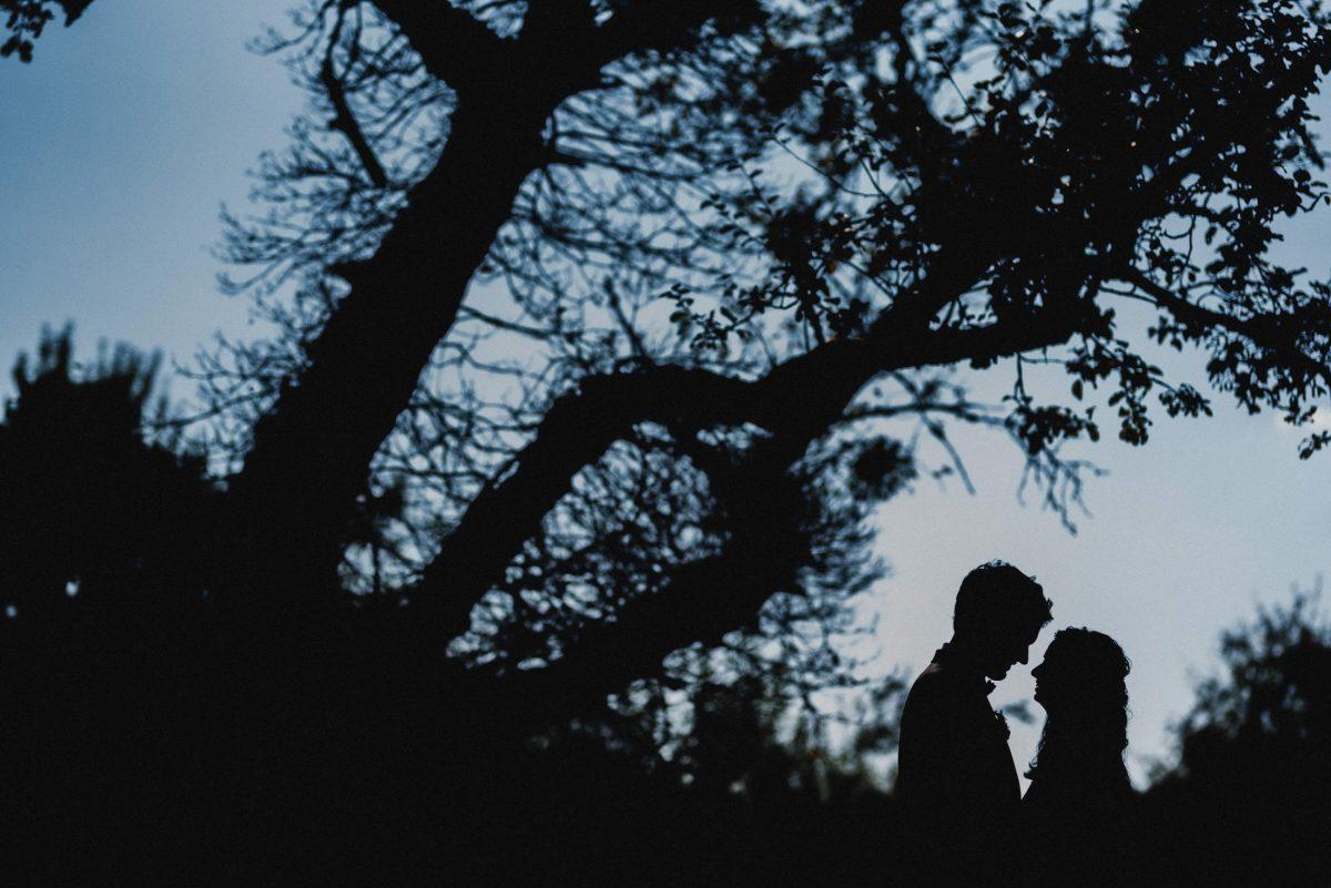 Dämmerung Brautpaar Shooting Bäume