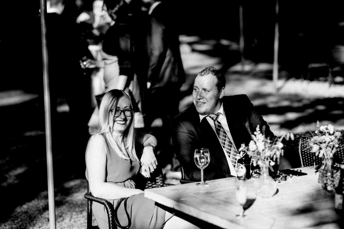 Schloss Weiler Hochzeitsgäste Sonne