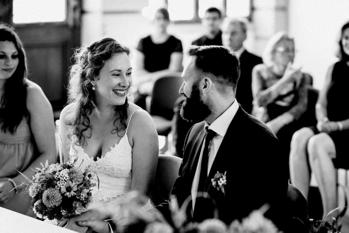 Braut Bräutigam Trauung Blumenstrauss