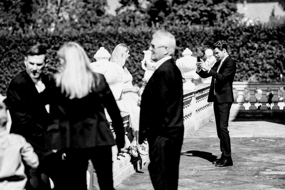 Hochzeitsgäste sonne gute Laune Fotos