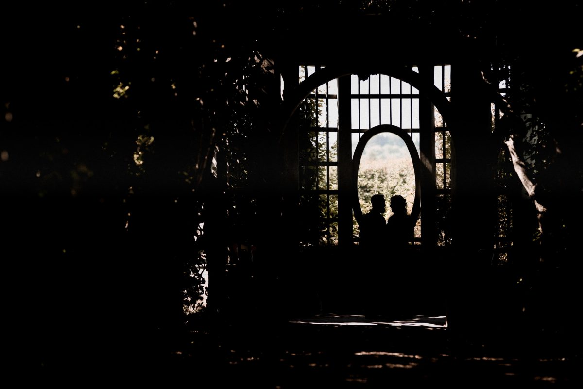 umrisse Tor Ausblick dunkel Paar