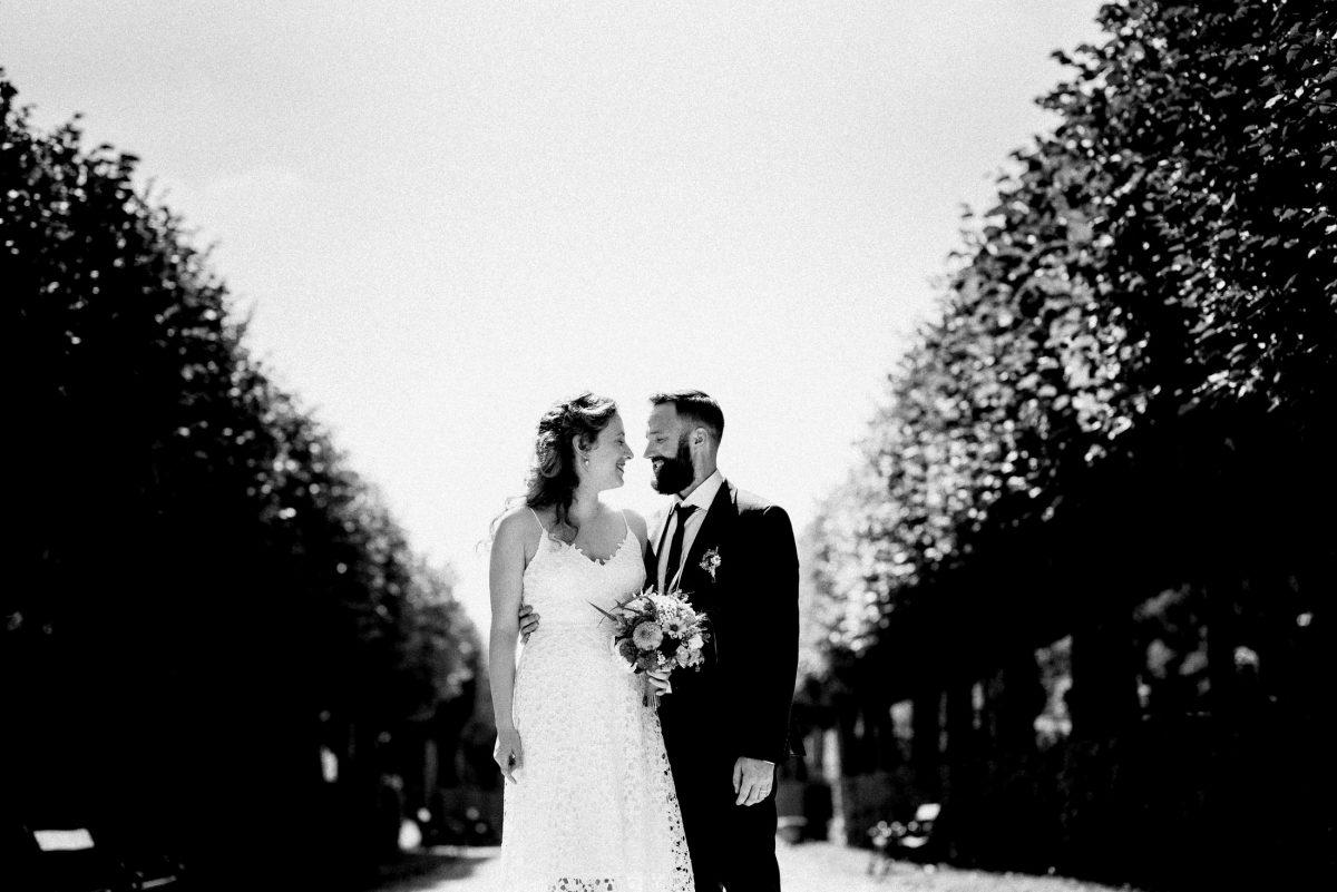 schwarz weiß Büsche Paar Hochzeitsbilder