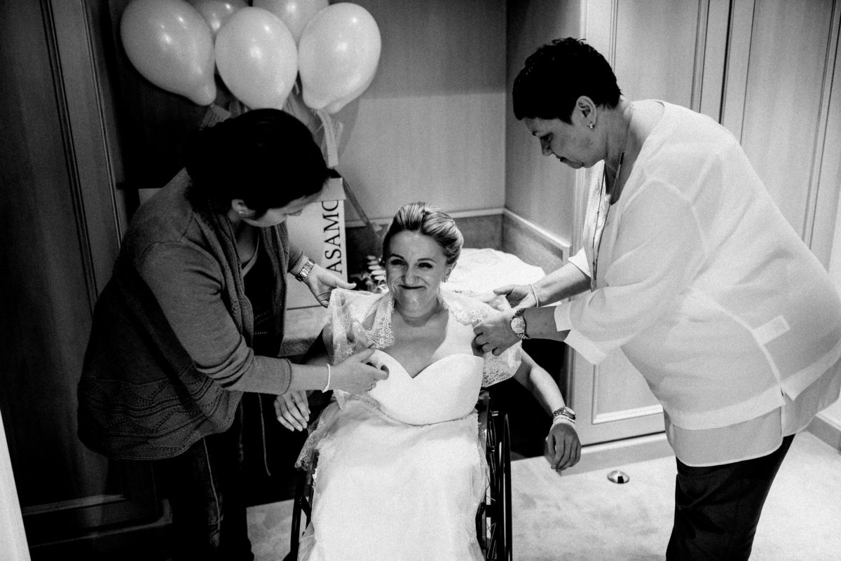 Braut vorbereitung,anziehen,bereit machen,Luftballons