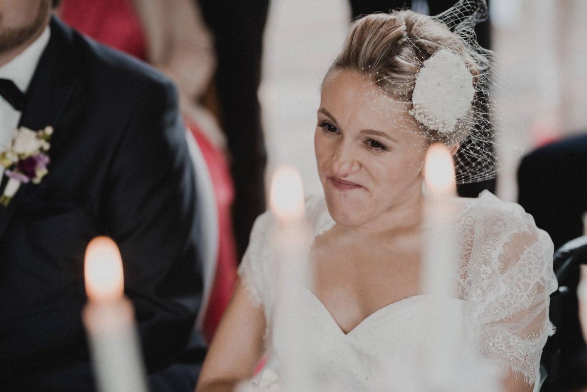 Braut,Haarschmuck,Kerzen,Brautkleid,lachen,
