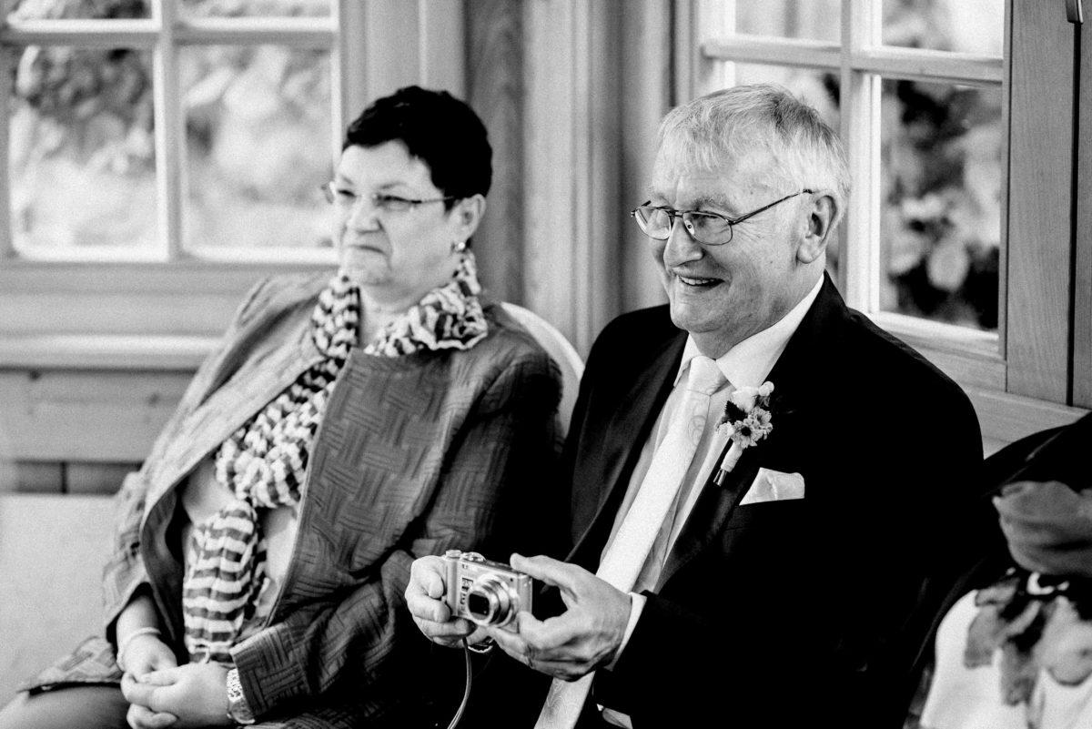Mann,Frau,Kamera,Foto machen,Krawatte,Brillen