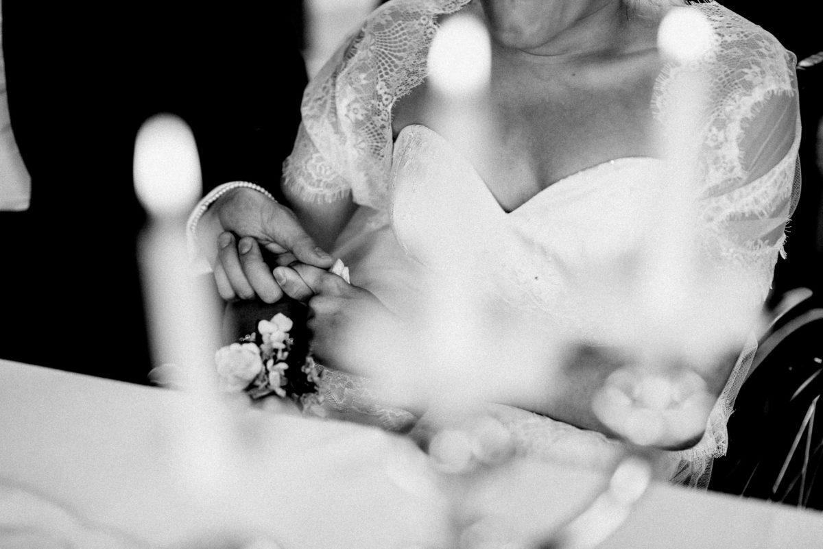 Händchen halten,gemeinsam,Hochzeitspaar