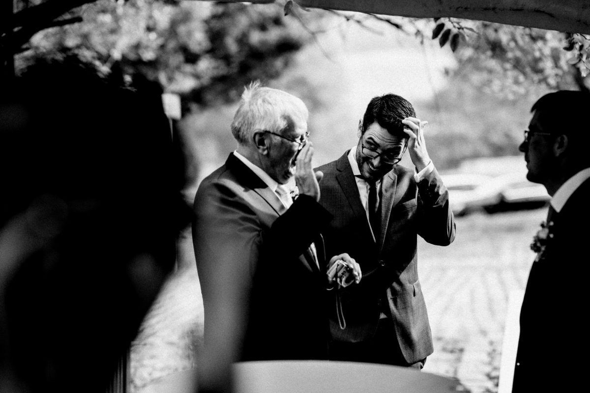 Männer,Hochzeitsgäste,Sektempfang,Gespräch