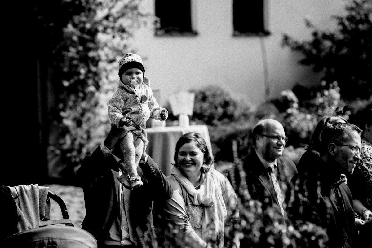 Hochzeitsgäste,Kleinkind, Schnuller,