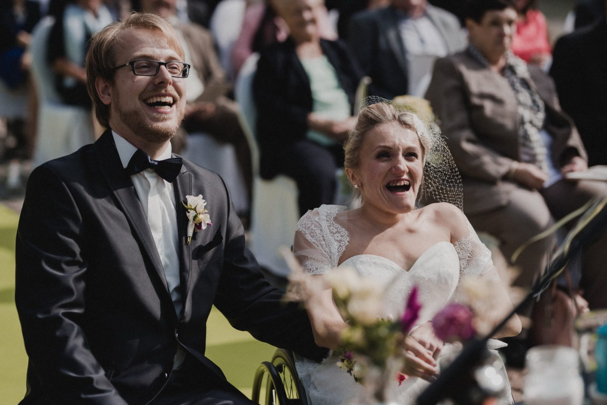 Brautpaar,frisch vermählt,glücklich,lachen