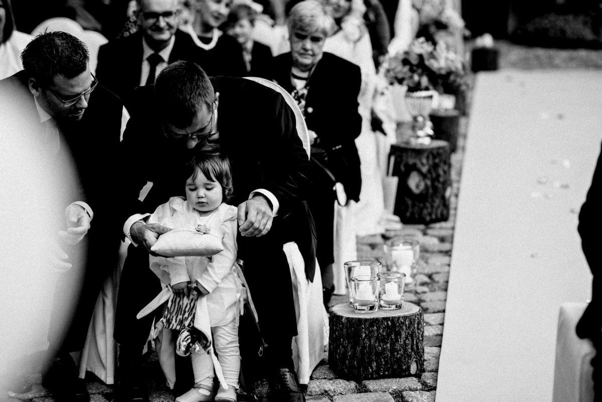 Holzblöcke,Kerzen,dekoration,Kleines Mädchen,Ringkissen