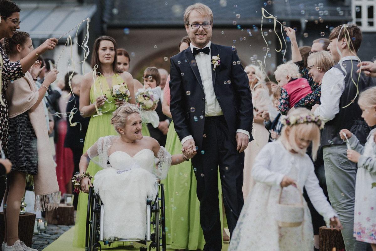 Seifenblasen,Brautpaar,Ausgang,Jubel,fröhlich