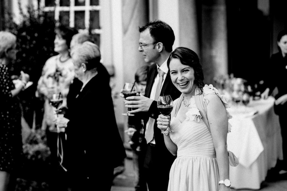 Sektempfang,Weinglas,Hochzeitsgäste,fröhliche Stimmung