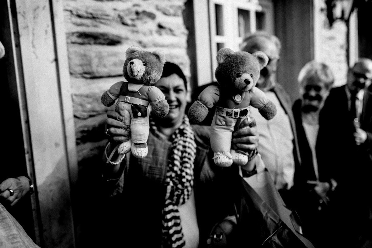Teddybären,Steinmauer,Knöpfe