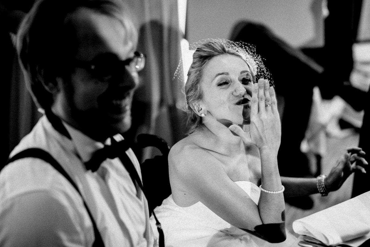 Braut,Handkuss,Armkette,freude