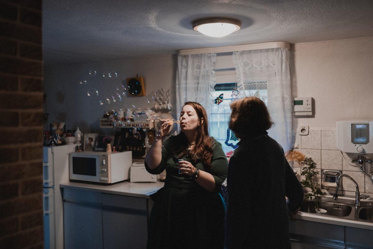Küchenzeile,Seifenblasen,Frauen,vorbereitung
