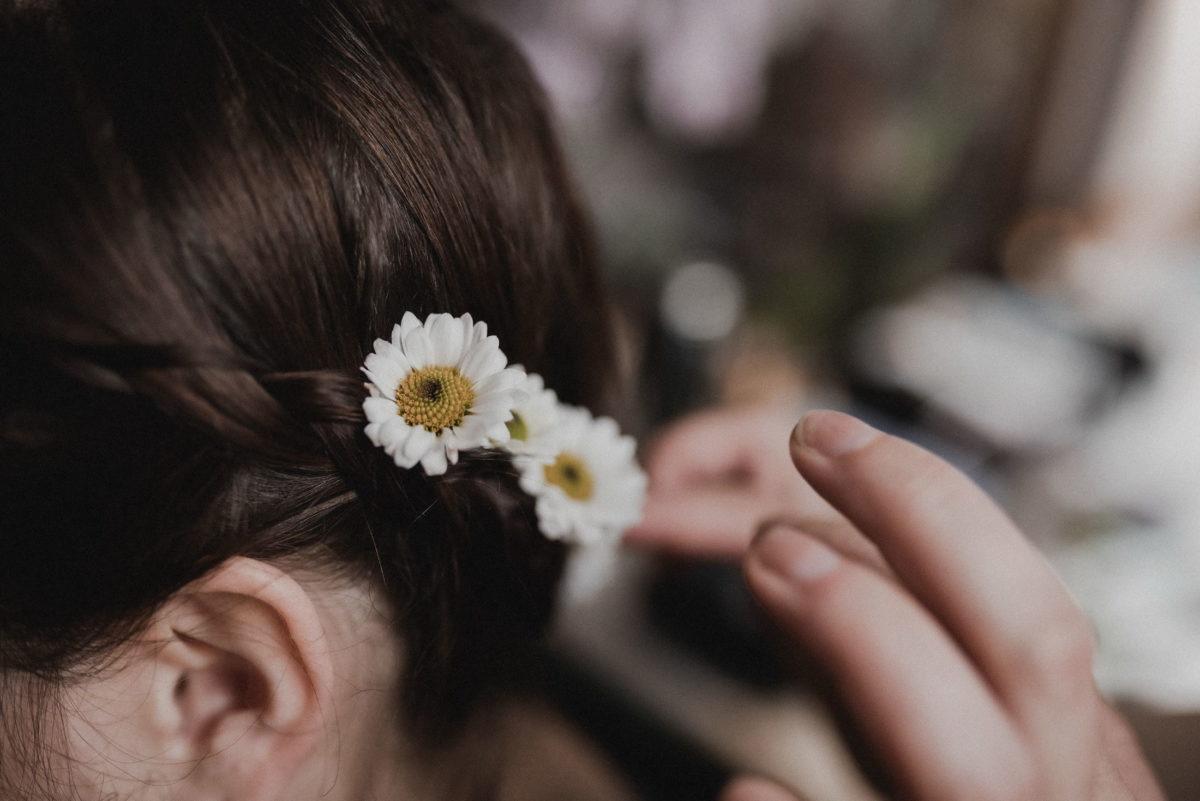 Haarschmuck,Gänseblümchen,Flechtfrisur,Christine Raab