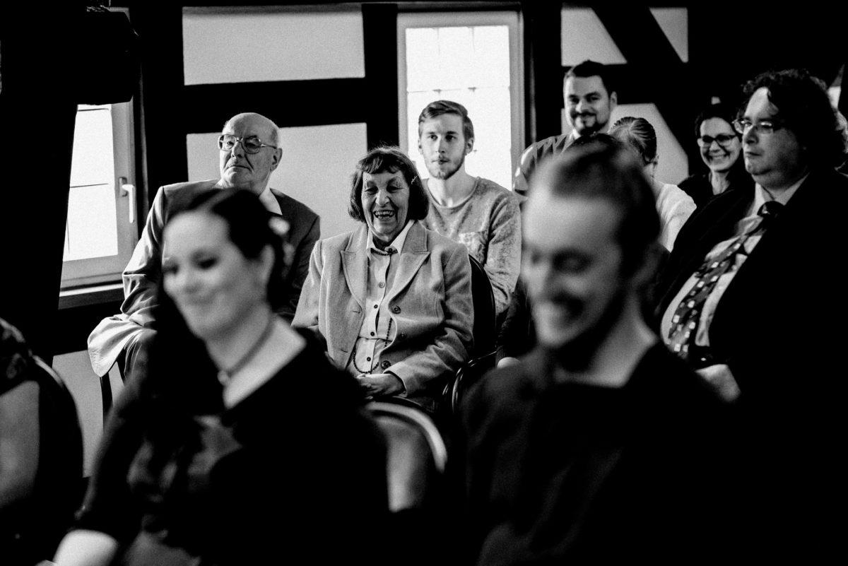 Hochzeitsgäste,Trauung,lachen,glücklich