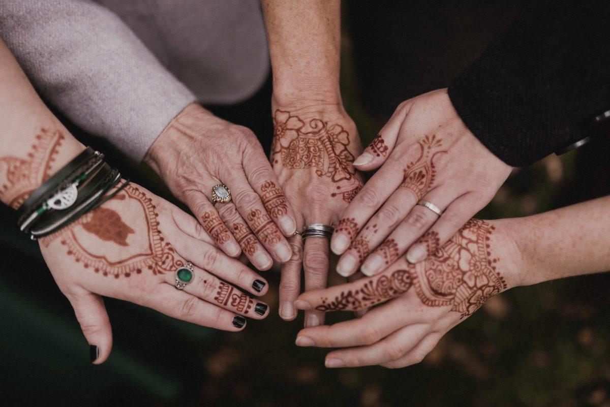 Frauenhände,Henna Tattoo,Ringe,