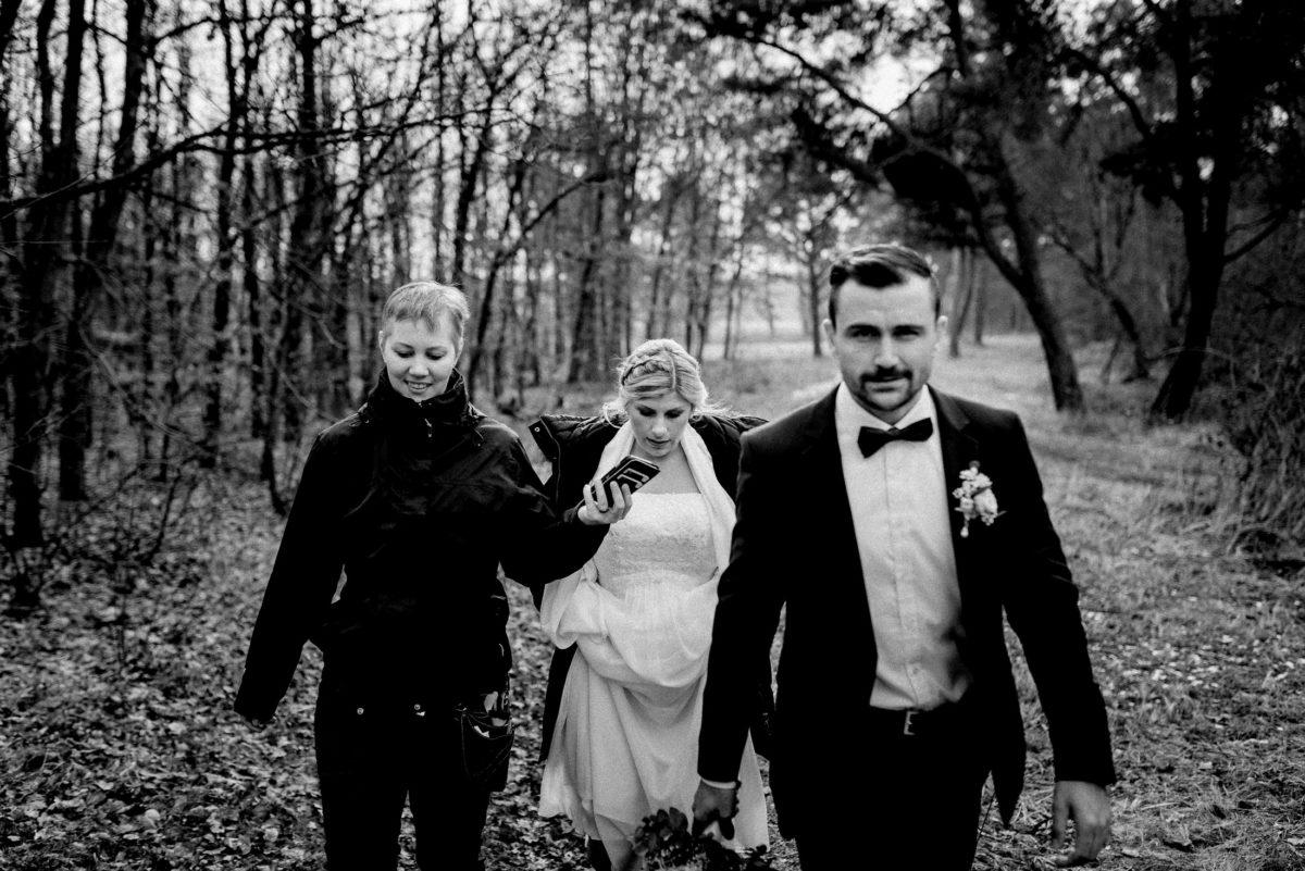 Christine Raab,Wald,Bäume,Hochzeitspaar,Laub