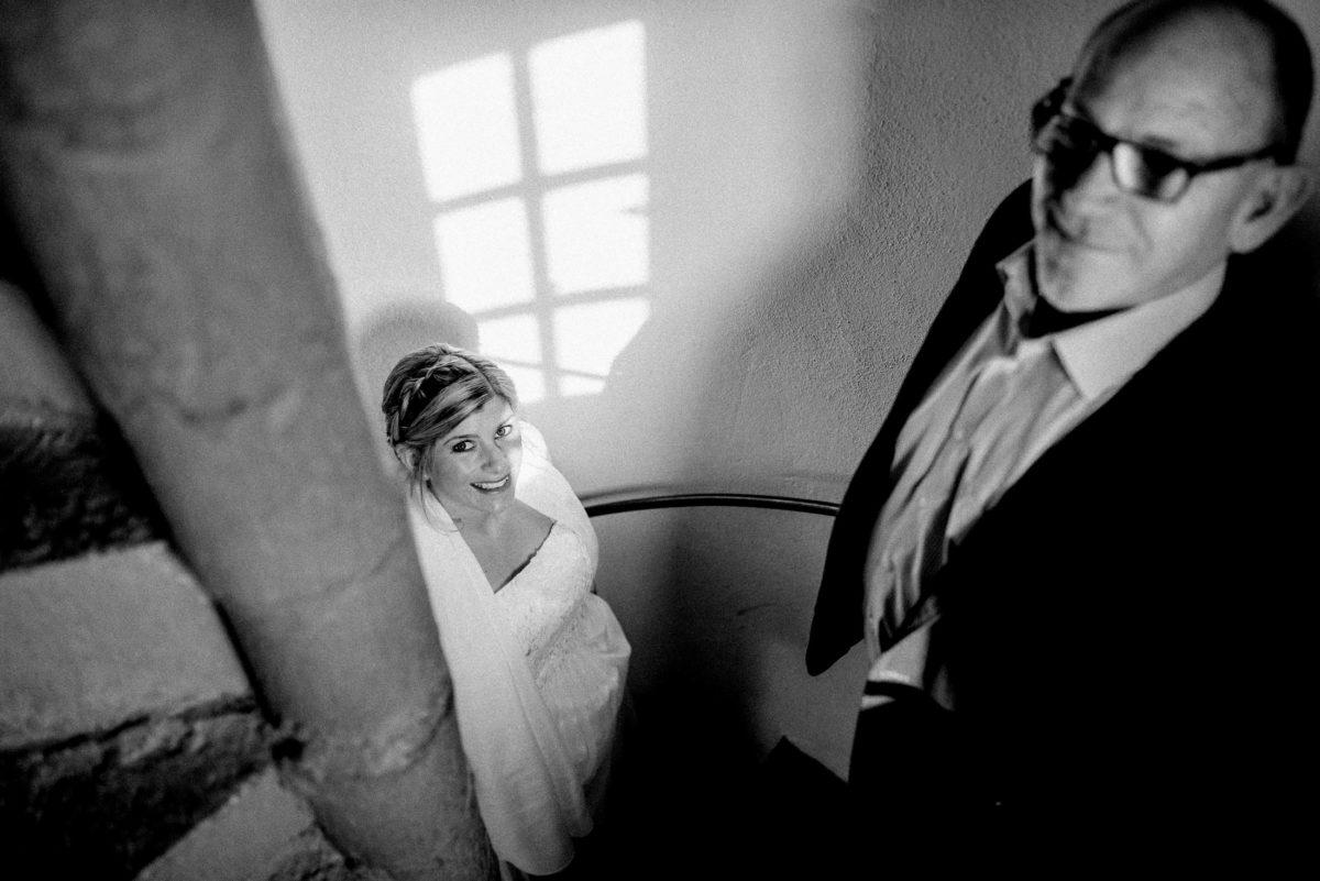 Wendeltreppe,Burgaufgang,Braut,Brautvater,vorfreude