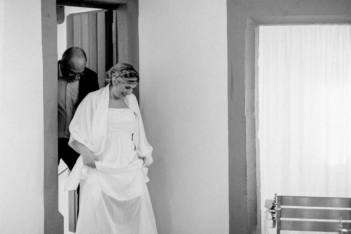 Brauteinmarsch,Brautkleid,freude,flechtfrisur
