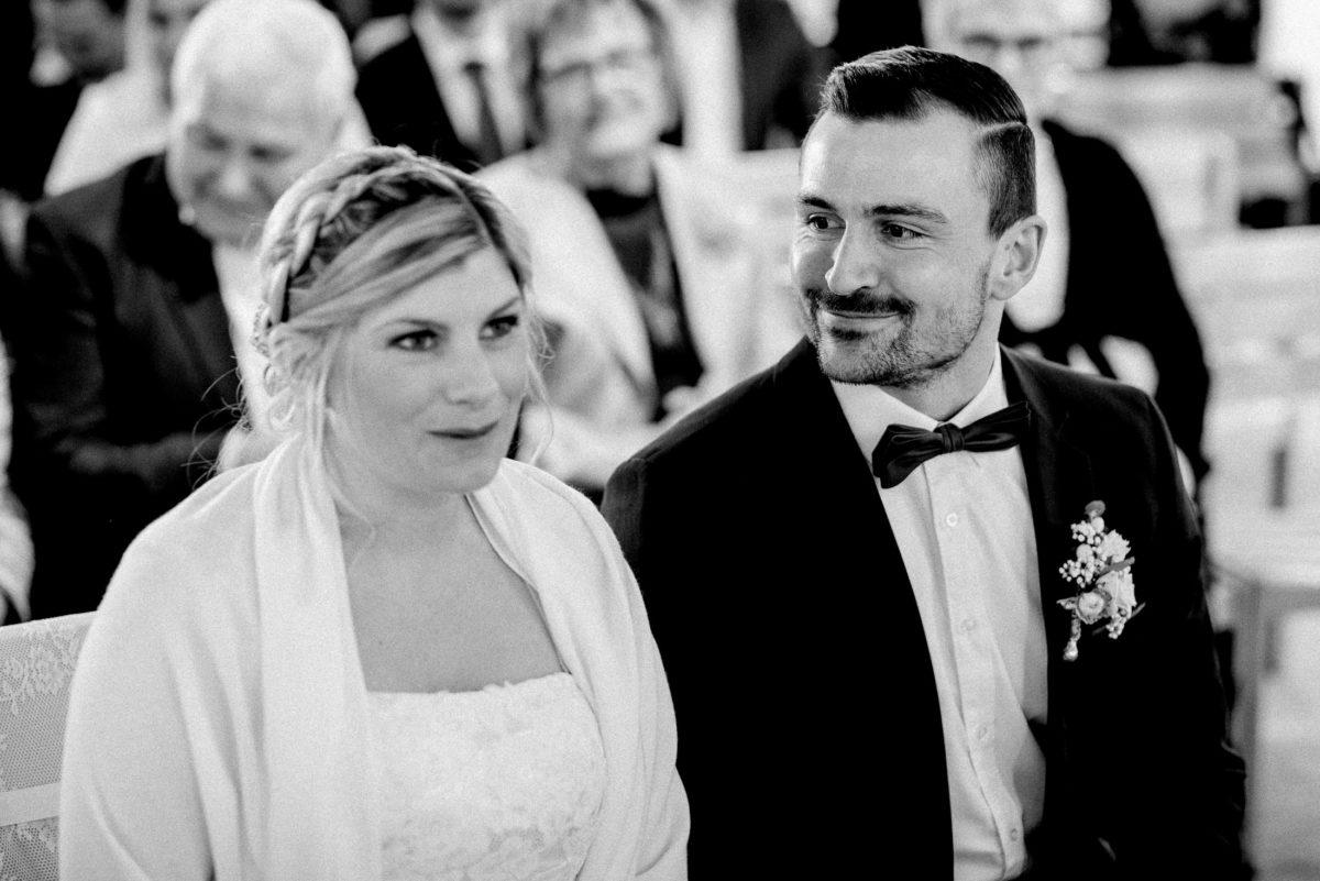 Ansehen,glücklich,Braut,Bräutigam,Ansteckblume,Flechtfrisur