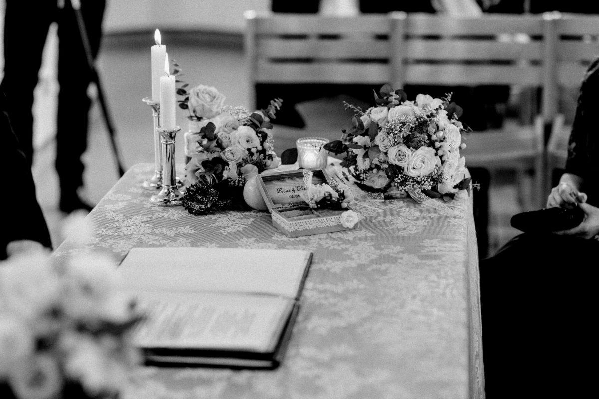 Tischdekoration,Blumen,Kerzenständer,Kerzen,Flamme,Tischdecke