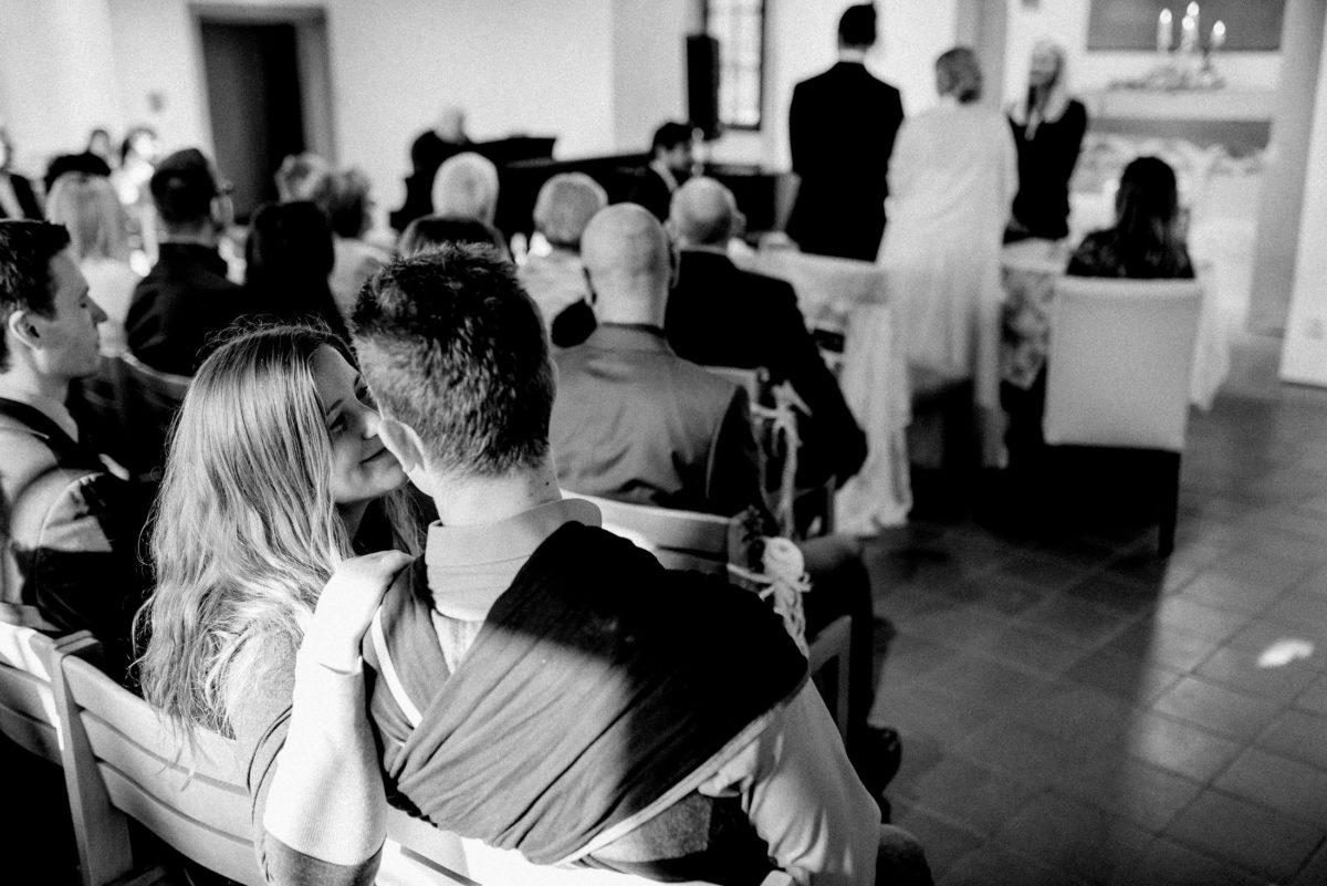 Tragetuch,Trauung,Standesamt,Hochzeitsgäste,vertraut