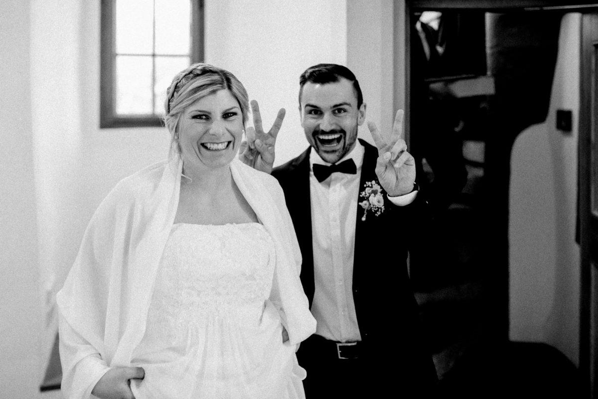 lachen,freude,glückliches Paar,victory zeichen
