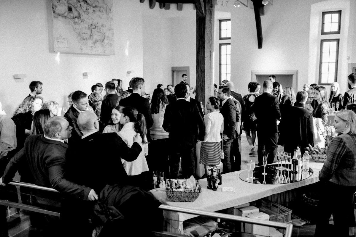 Sektempfang,Hochzeitsgäste,Burg Alzenau,Sektgläser