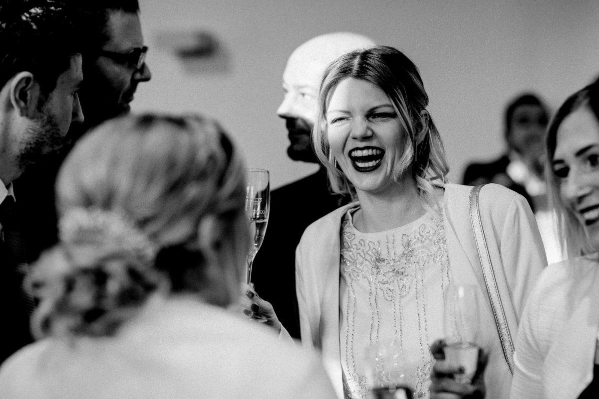 Sektglas,lachen,geschminkte Lippen,Frau,Gäste