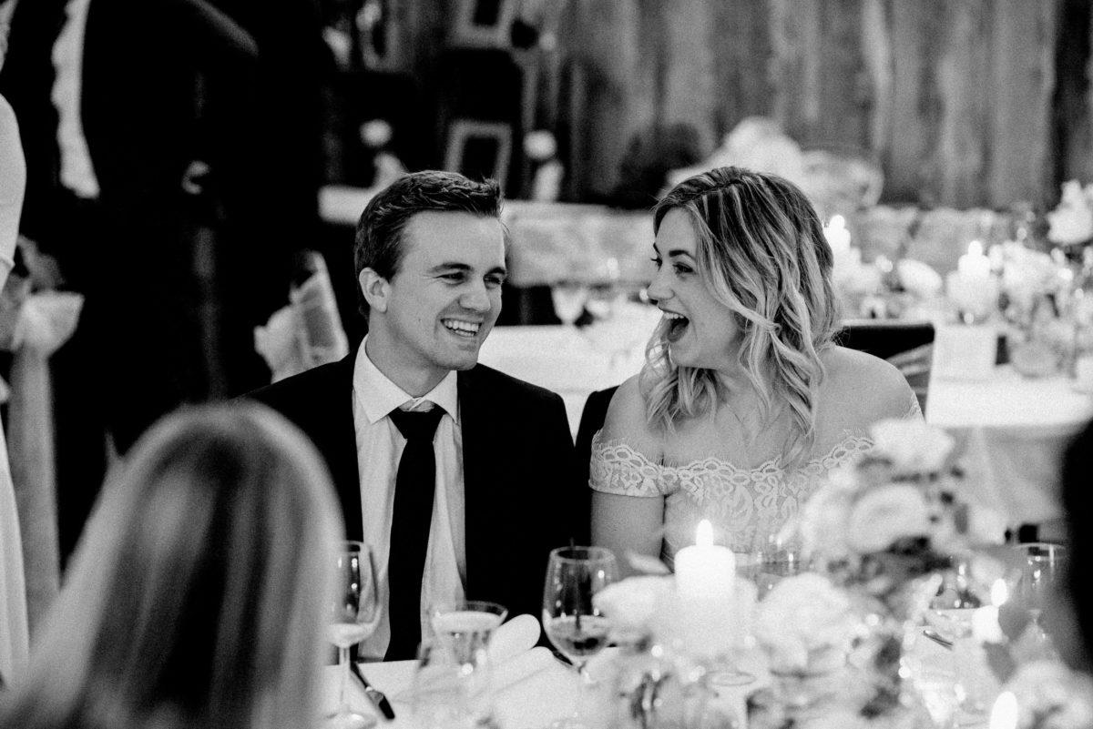 ausgelassene Stimmung,Paar,Unterhaltung,gemeinsam lachen,