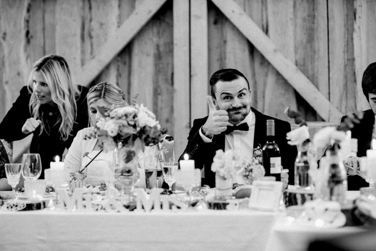 Daumen hoch,Zufriedenheit,Hochzeitsdekoration,Tisch