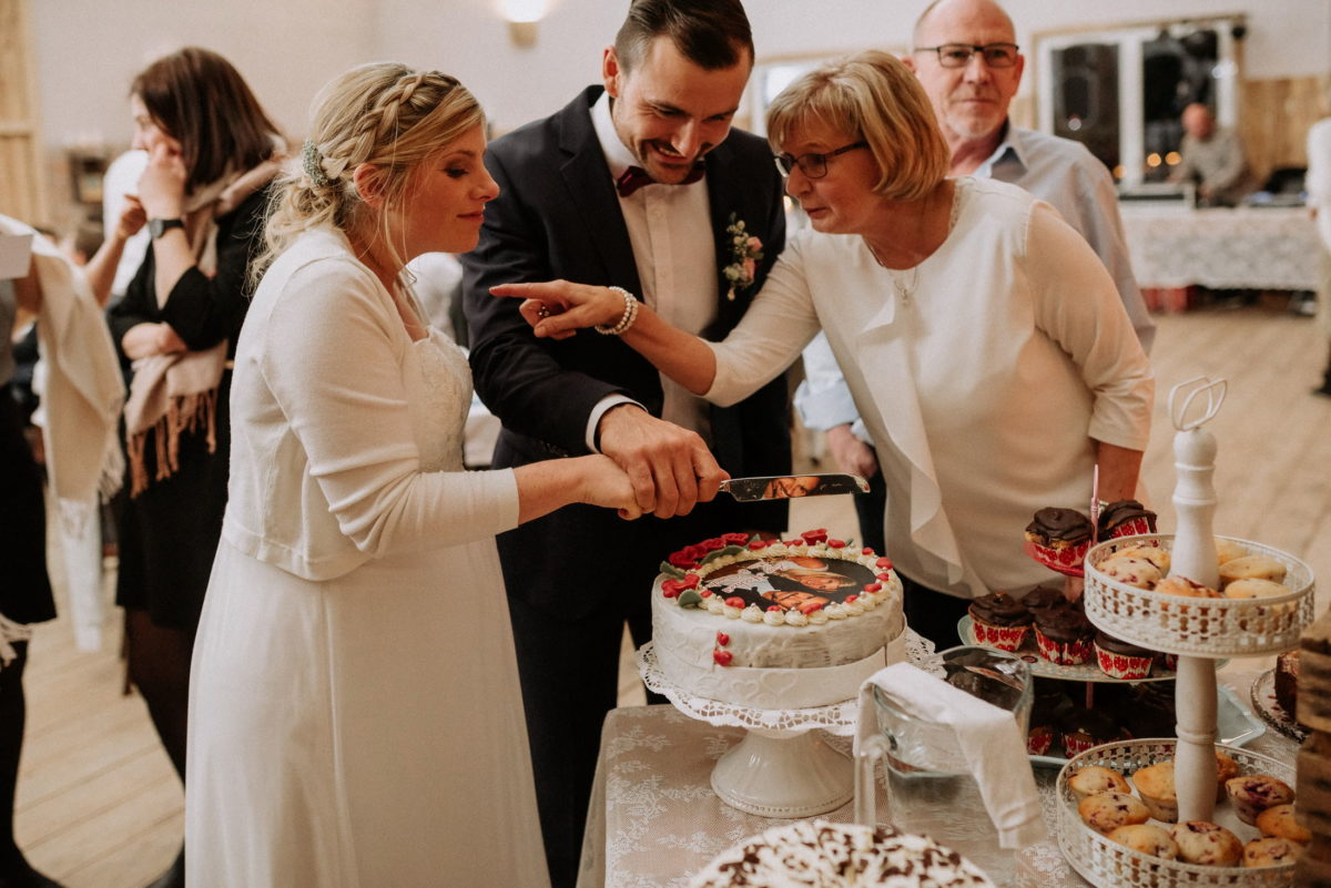 Torte anschneiden,Hochzeit,Messer,Brautpaar,kekse,Muffins