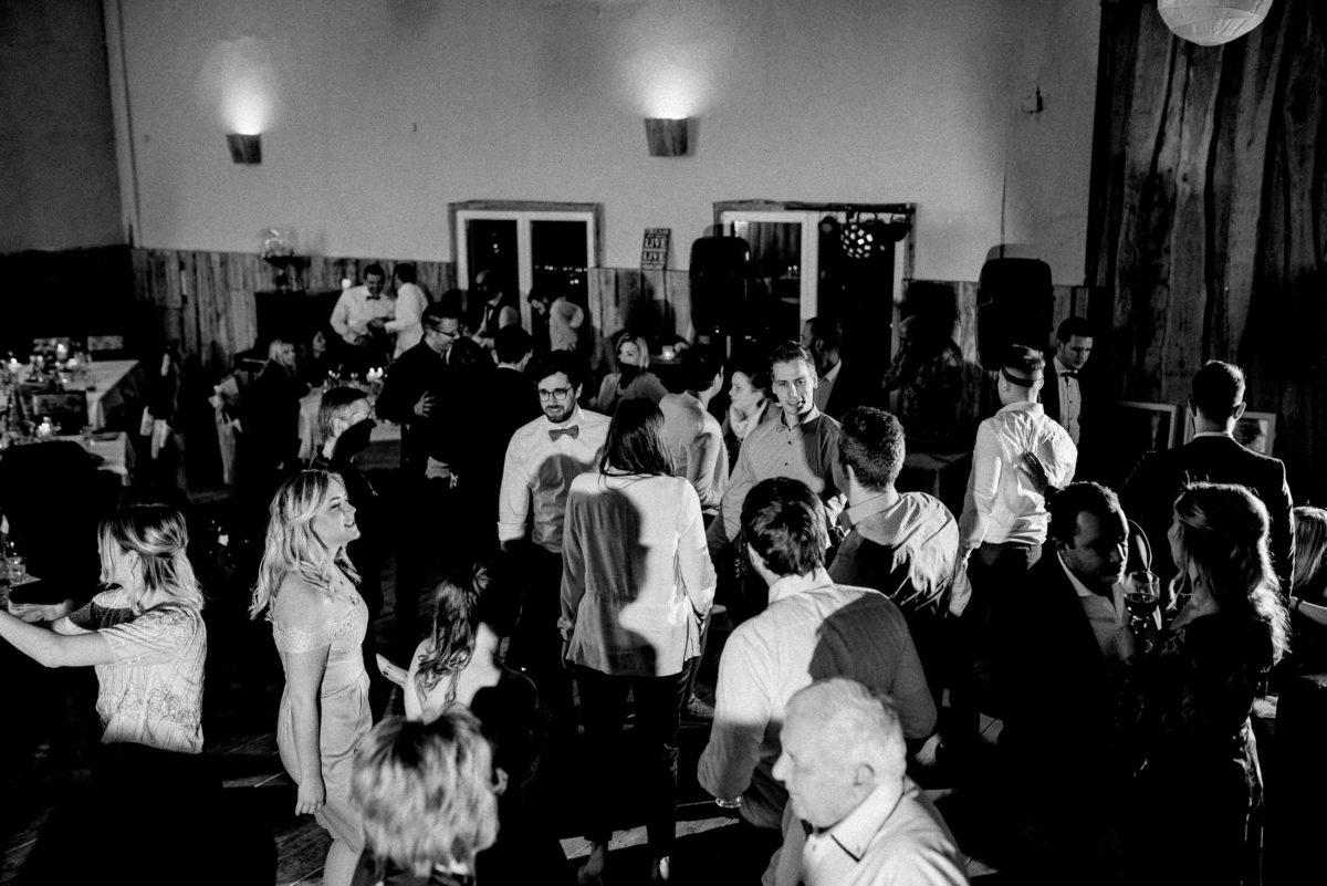 Tanzfläsche,Hochzeitsfeier,Marienhof Fecher,Scheune