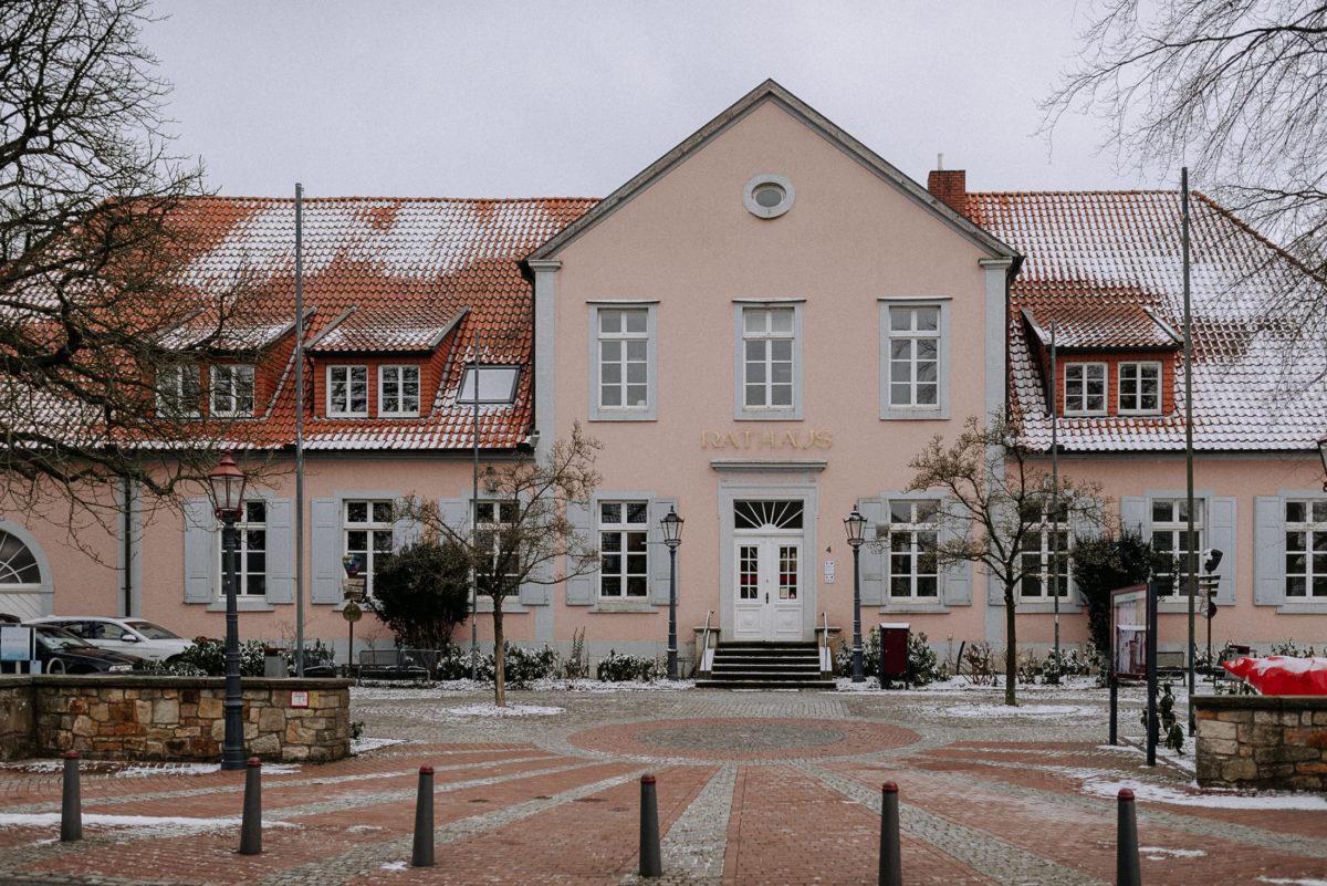 Bad Iburg Rathaus, Eingang,Parkplatz,Schnee