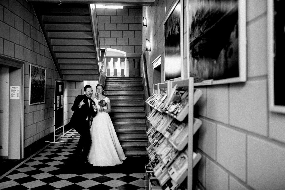 Brautpaar,Treppenhaus, Rathaus,standesamtliche Trauung
