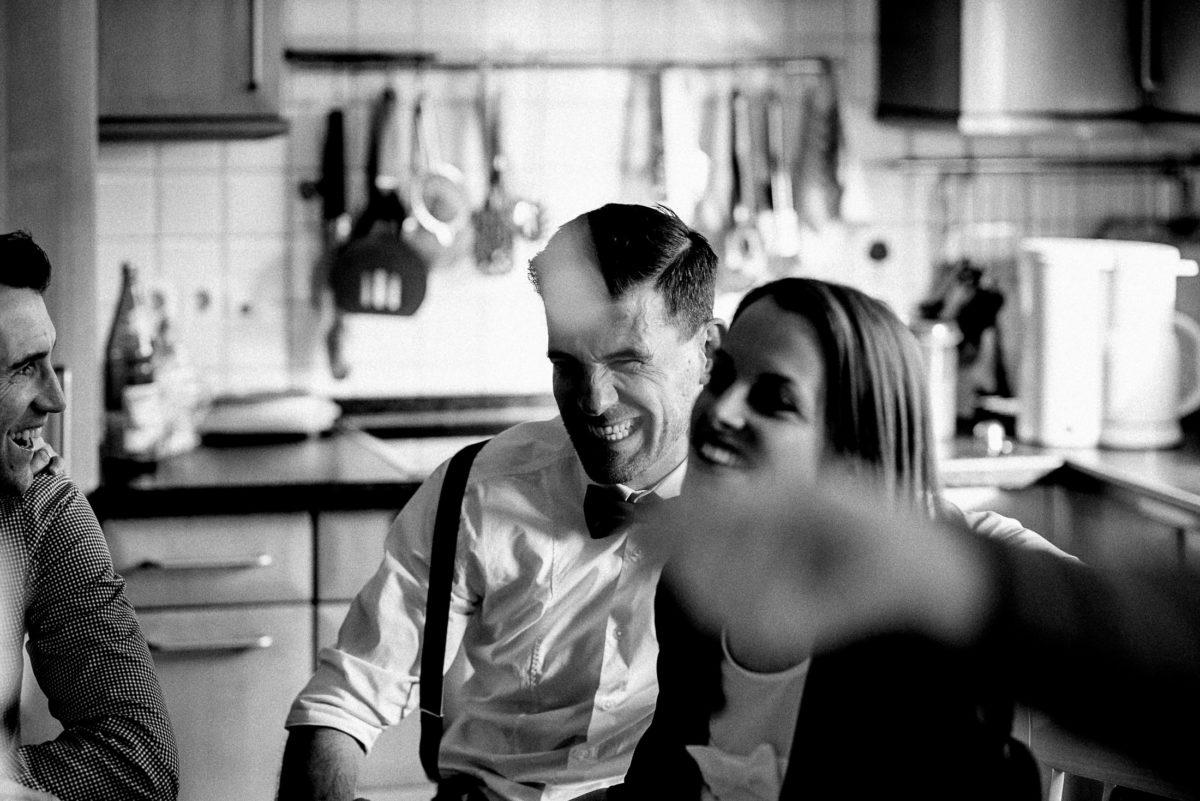 Küche,Zuhause,Kaffe und Kuchen,Hochzeitsgäste,ausgelassene Stimmung