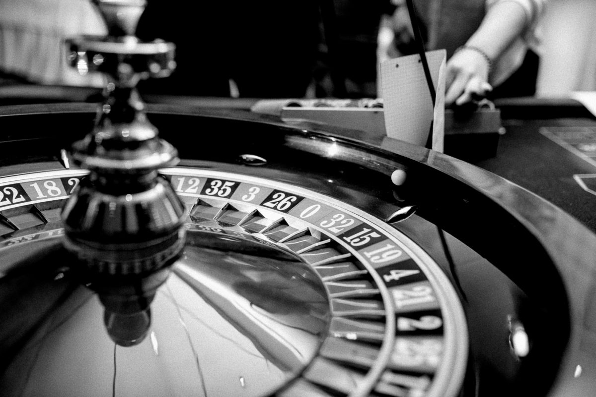 Roulettetisch,Kugel,schwarz weiß,spiel spaß