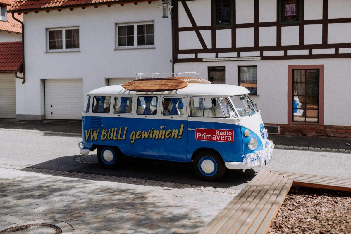 VW Bulli,Radio Primavera,weiß blauer Bulli,
