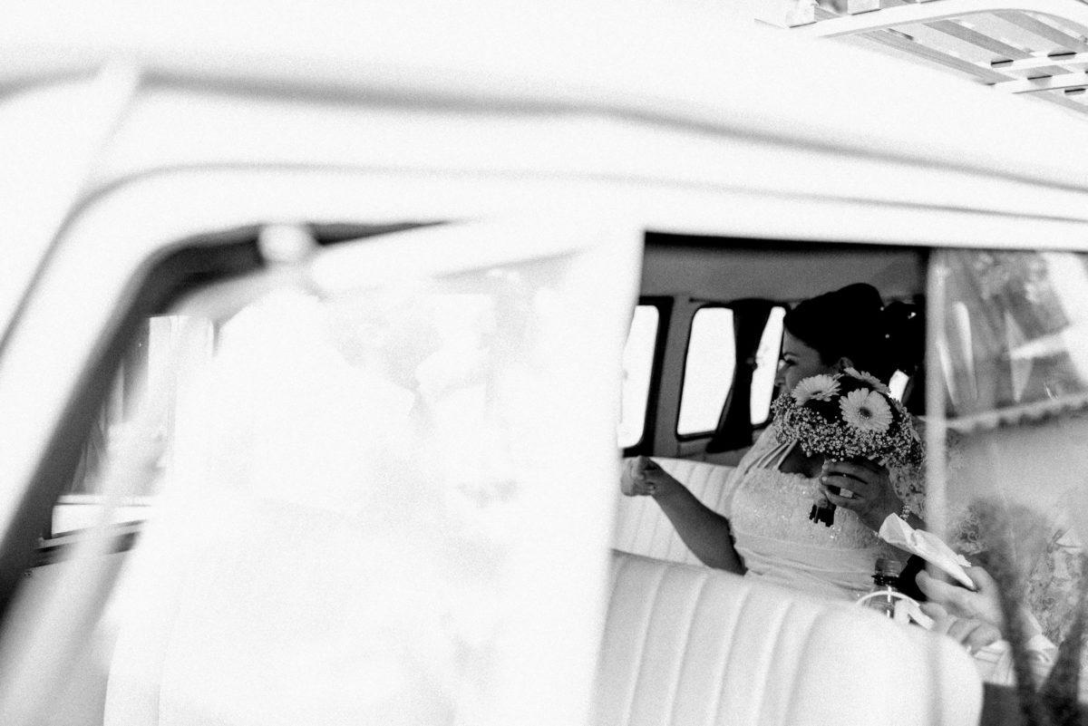Braut,Brautstrauss,fahrt zum Standesamt,