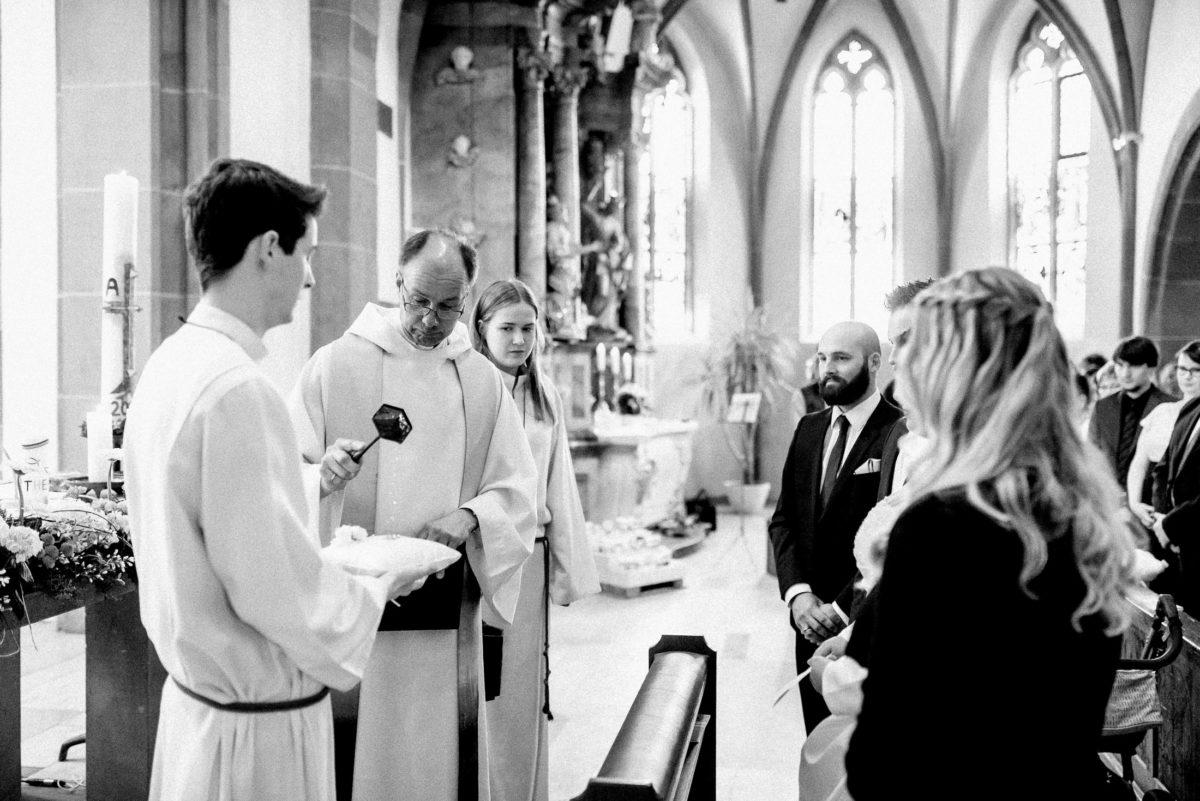 kirchliche Trauung,Pfarrer,Messdiener,Weihrauch
