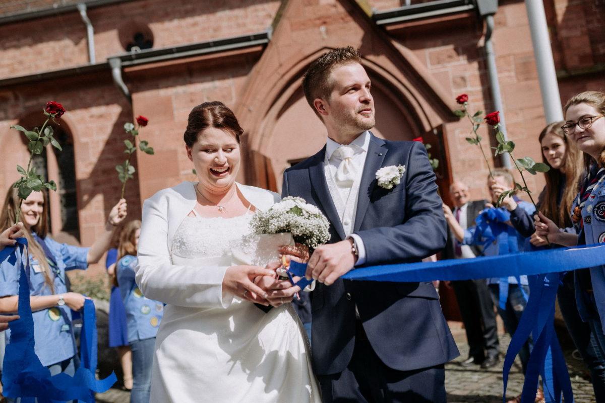 Brautpaar Empfang,Rosenspalier,blaue Bänder,