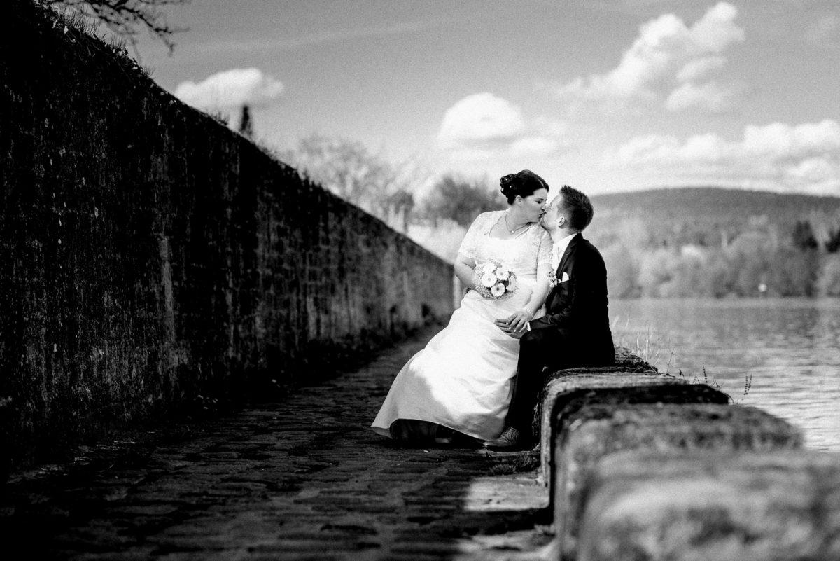 Hochzeitsshooting,auf dem Schoss sitzen,Main,Kuss,