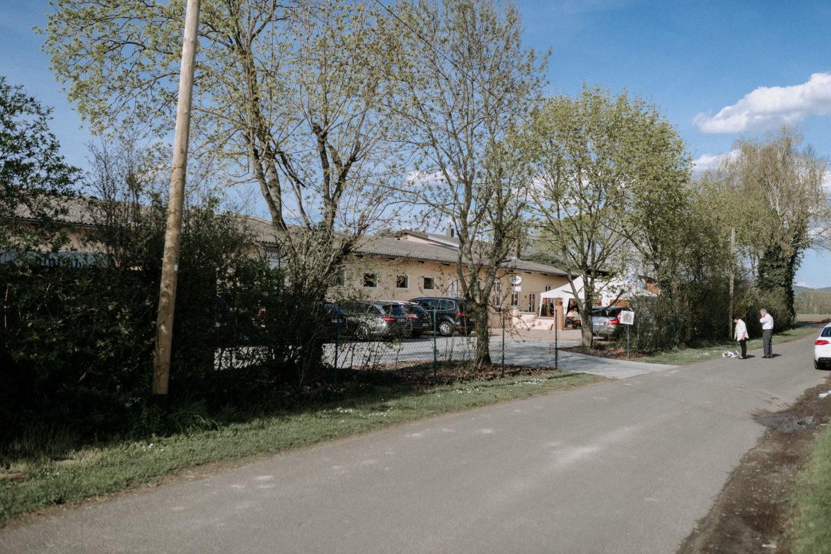 Jakobshof Großostheim,Parkplatz,Bäume,Autos