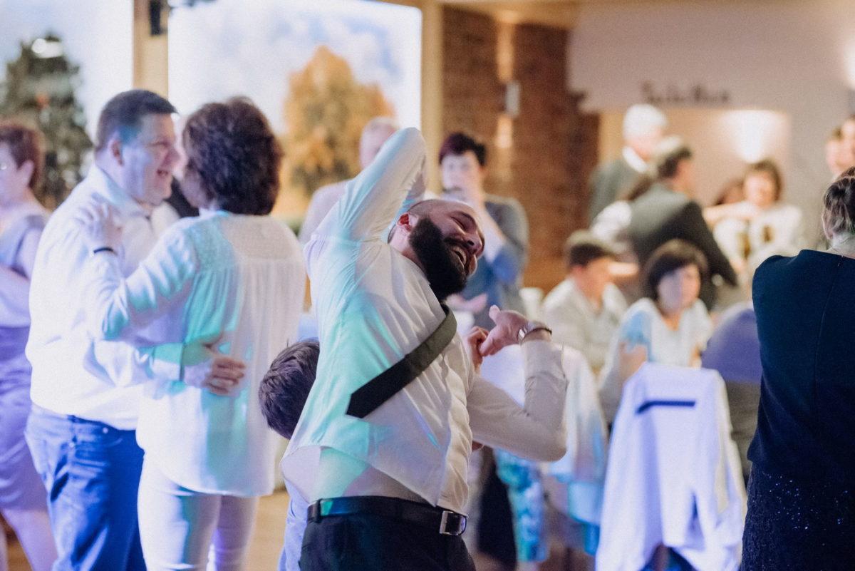 ausgelassene Hochzeitsfeier,tanzen,Spaß