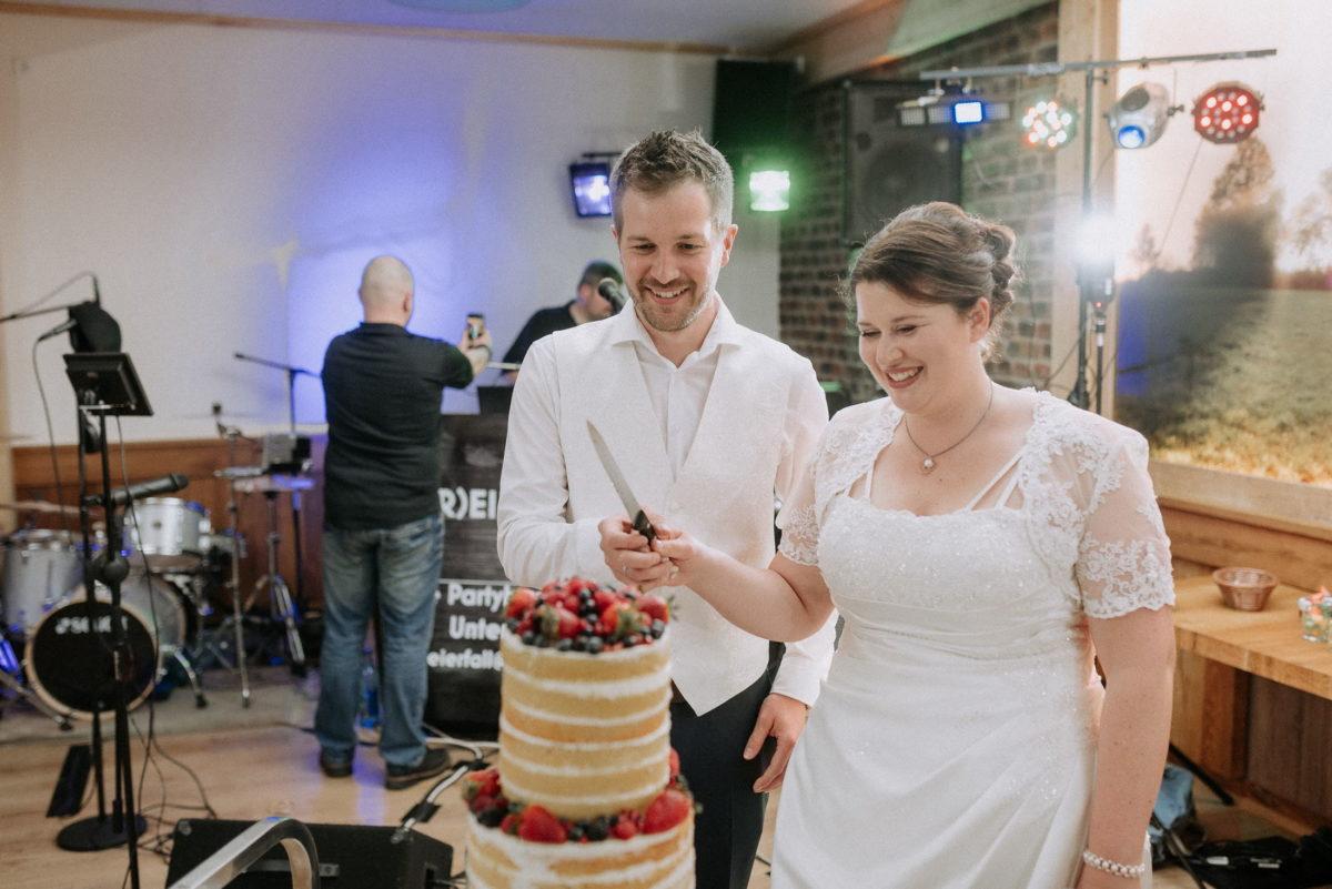 Hochzeitstorte anschneiden,Messer,Früchte